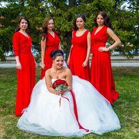 Невеста и подружки в красном