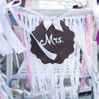 Оформление стульев жениха и невесты в стиле Рустик