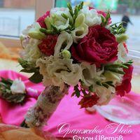Пионовидная роза и фрезия