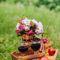 свадебный пикник в стиле шебби шик, декор фотосессиии корзинка с фруктами, вино
