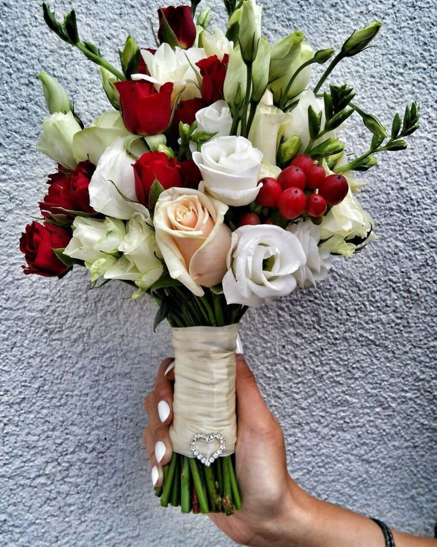 Букет невесты из фрезий, эустомы и кустовой розы - фото 11748996 Студия декора Rizi