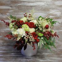 Букет с пионовидными розами, амарилисом, хамелациумом и зеленью