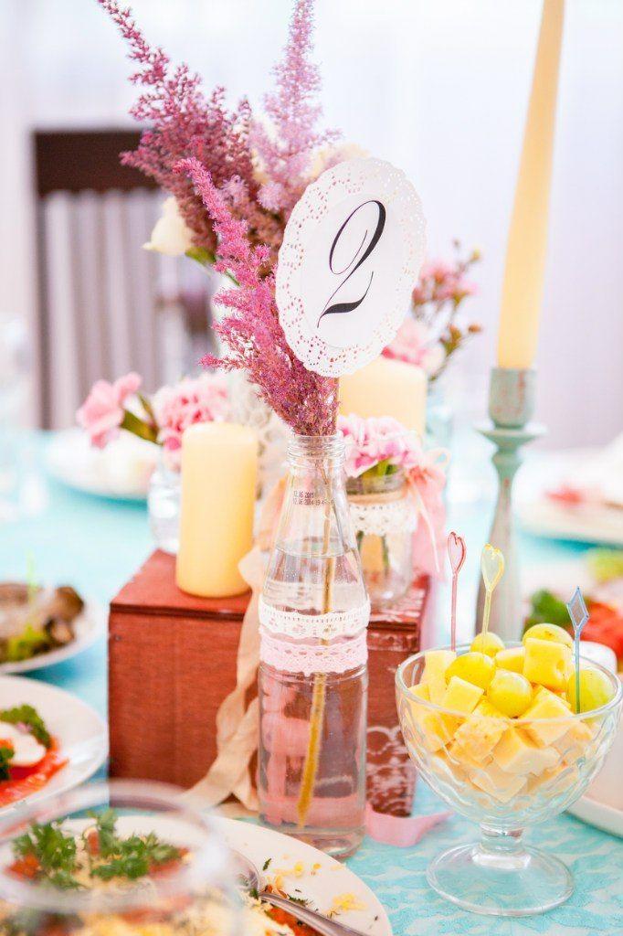 Центральная композиция на гостевых столах + номер стола. - фото 6626696 Студия декора Арт-знаК