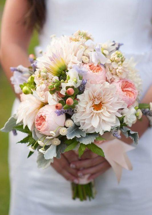 Свадебный букет из георгин