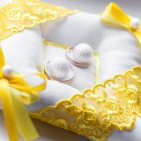 Подушечка для колец с желтым декором