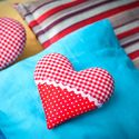 """Голубая подушечка с сердцем в фотопроекте """"Семейный"""""""