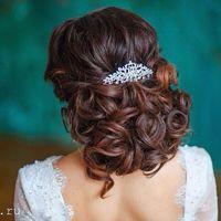 Прическа для прекрасной невесты Алисы. Отдично подходит для длинных волос и волос средней длины.