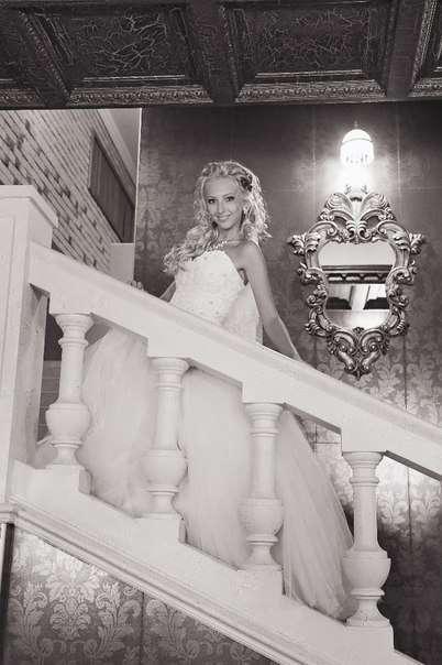 Платье с фатиновой юбкой и  кружевным корсетом, расшитый бисером и стразами , на невесте Юлии - фото 14892668 Свадебный салон Юлии Савиной