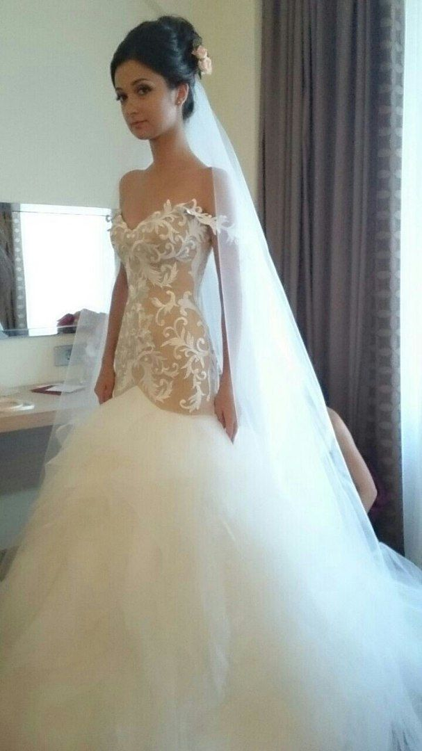 На невесте Алене платье комбинированных цветов (бежевый и айвори). Это платье обольщает своим кружевом , удлиненным корсетом-подчеркивает фигуру и воздушной юбкой. - фото 14892730 Свадебный салон Юлии Савиной