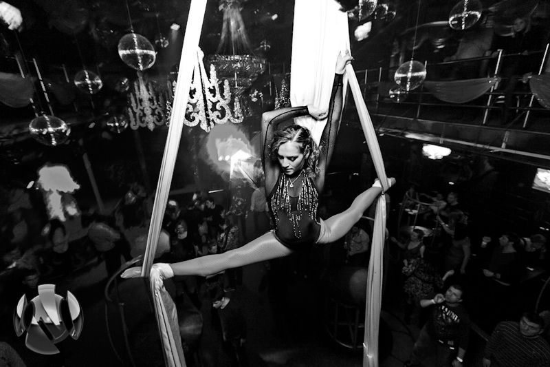 Воздушная гимнастика - фото 3190233 Корпорация Движ - организация свадеб