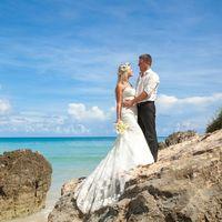 жених и невеста, съемка в Доминикане,  пляж Макао, океан, улыбка, любовь, счастье, молодость, скалы , небо