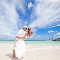 жених и невеста, съемка в Доминикане,  пляж Баваро, океан, поцелуй, любовь, счастье, молодость, небо
