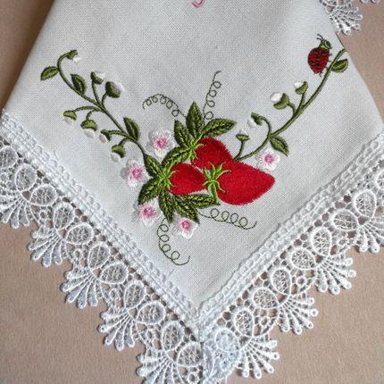 Салфетки с вышивкой Клубничка