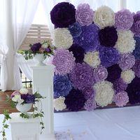 стена из бумажных цветов