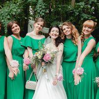 Прекрасная невеста в окружении подружек. Каждое платье авторское, а на платья всех подружек ушло 23 метра ткани!