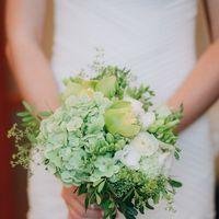 Нежный букет невесты. Нам так хотелось сочности в ноябре, поэтому выбор зеленого цвета и темы лайма стал не случайным :)