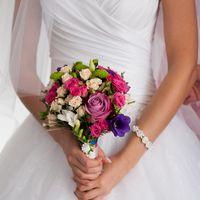 Изысканное сочетания Де Пёрпл и розы спрей,белоснежной фрезии и фиолетовой эустомы