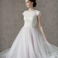 Больше фото:   Свадебное платье «Вита» Цена: 40 900 ₽  Возможные цвета: - молочный - нежно-розовый - светло-персиковый - светло-кофейный - бежевый - припыленно-сиреневый - припыленно-серый  При отсутствии в наличии нужного размера это платье может быть вы
