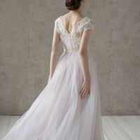 Больше фото:   Свадебное платье «София» Цена: 46 900 ₽  Возможные цвета: - белый - молочный - нежно-розовый - жемчужно-кофейный - припыленно-сиреневый - припыленно-серый  При отсутствии в наличии нужного размера это платье может быть выполнено в размерах