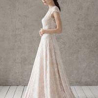 Больше фото:   Свадебное платье «Каролина» Цена: 39 900 ₽  Возможные цвета: - молочный - нежно-розовый - светло-персиковый - светло-кофейный - бежевый - припыленно-сиреневый - припыленно-серый  При отсутствии в наличии нужного размера это платье может быт