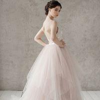 Больше фото:   Свадебное платье «Габриэлла» Цена: 44 900 ₽  Возможные цвета: - белый - молочный - нежно-розовый - жемчужно-кофейный - припыленно-сиреневый - припыленно-серый  При отсутствии в наличии нужного размера это платье может быть выполнено в разме