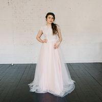 Больше фото:   Свадебное платье «Есения» Цена: 38 900 ₽  Возможные цвета: - молочный - нежно-розовый - светло-персиковый - светло-кофейный - бежевый - припыленно-сиреневый - припыленно-серый  При отсутствии в наличии нужного размера это платье может быть
