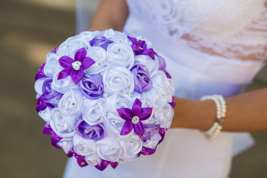 Тканевый букет невесты в технике канзаши из белых и фиолетовых атласных лент  - фото 3523737 Свадебные аксессуары Алены Зенкиной
