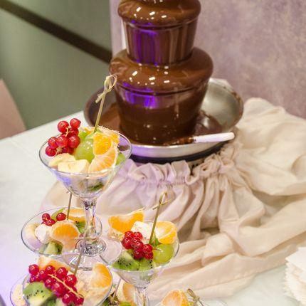 Шоколадный фонтан и фруктовое ассорти