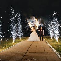 Пятилистник из холодных фонтанов, дорожка и горящее сердце