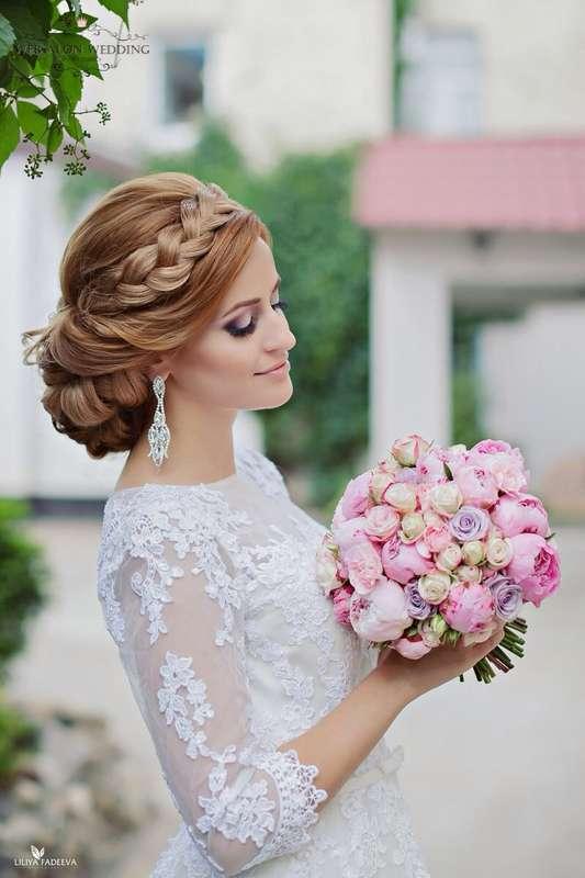Свадебные причёски с фатой с плетением на