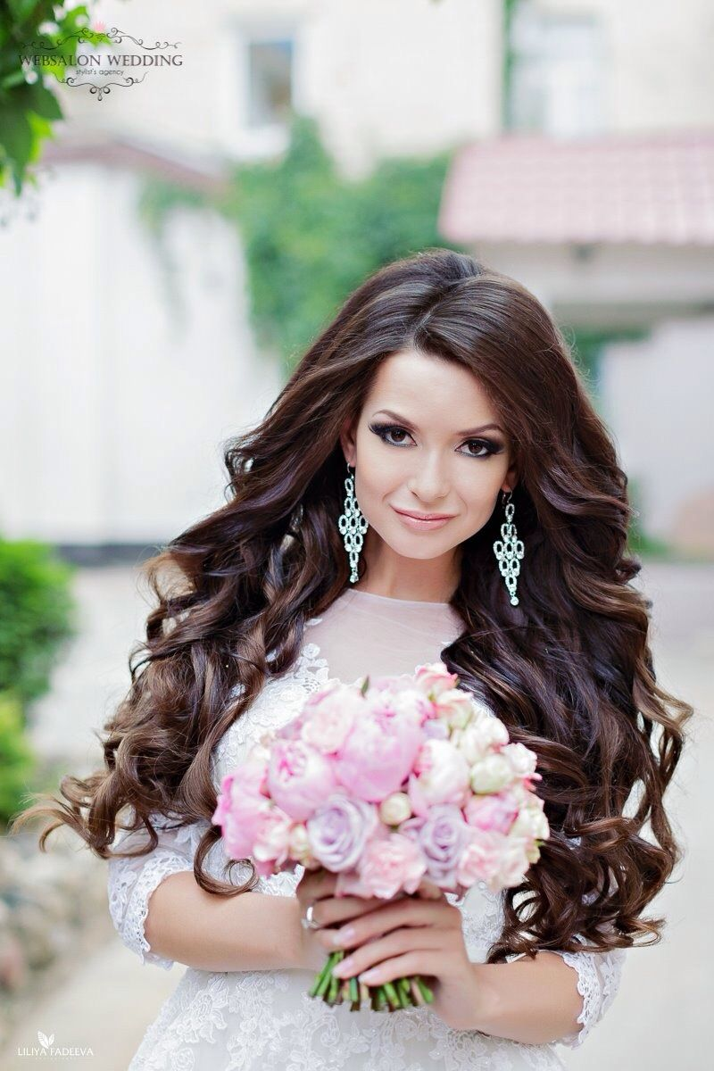 Прически на свадьбу с длинными распущенными волосами