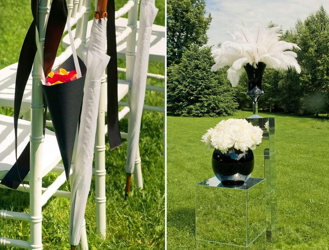 black & white церемония зеркальные тумбы, пионы, перья страуса и вазы из черного стекла. очень графично! - фото 2137996 ЯDecor - студия флористики и декора