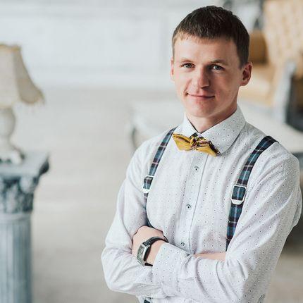 Ведущий Евгений Перевалов