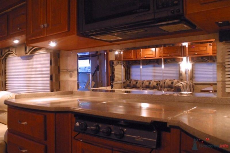 Полноценная кухня. - фото 29869 Шикарус - аренда эксклюзивного транспорта