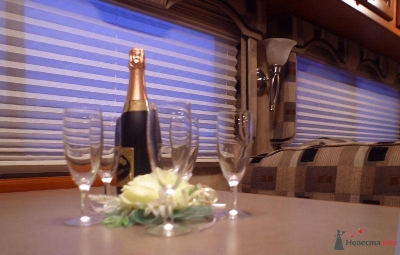 Столик для фуршета - фото 29870 Шикарус - аренда эксклюзивного транспорта