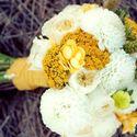 Желто-белый букет невесты из астр и роз