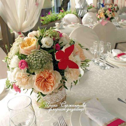Персиковая композиция на стол гостей