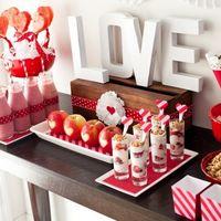 Идея оформления в стиле love is. Красный цвет