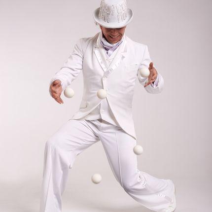 """Шоу """"Белый жонглёр"""""""