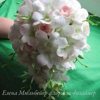 Букет из нежно-розовых дендробиумов и роз