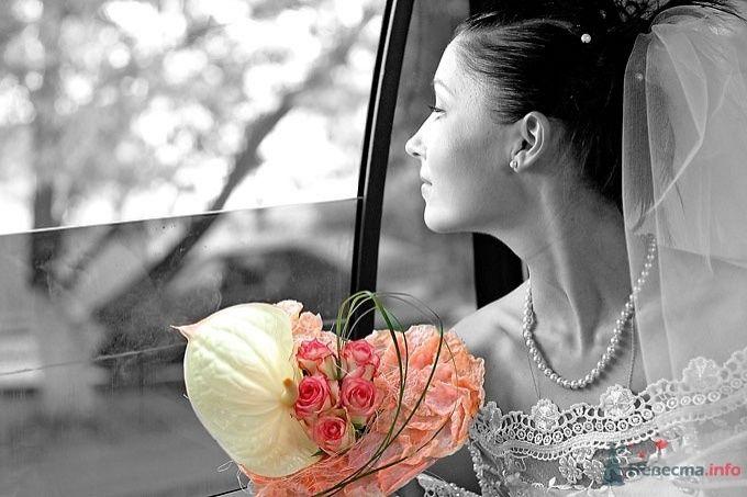 Букет невесты из розовых роз, зеленого берграсса и белого антариум - фото 50080 Wamira