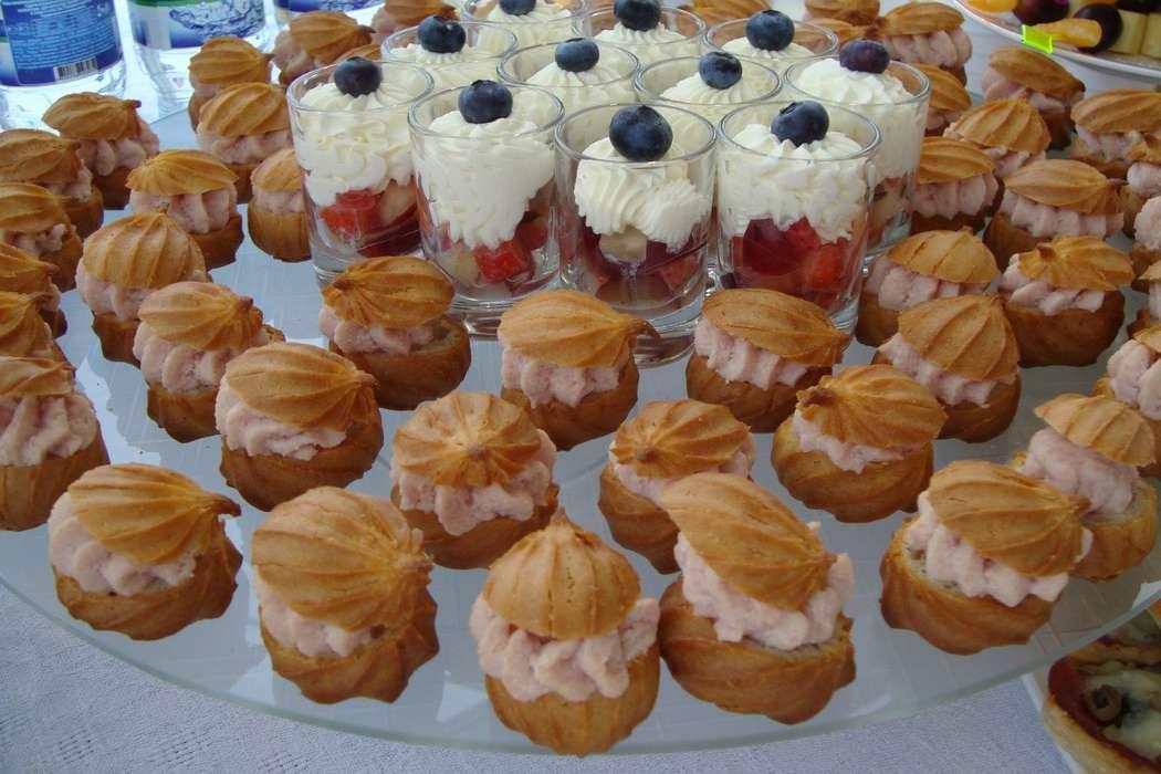 """профитроли с ветчинным муссом ягоды с кремом из сливочного сыра - фото 6112635 Студия """"Комильфо"""" - организация мероприятий"""