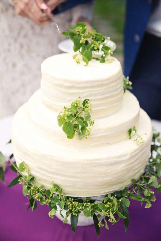 Свадебный торт! Нежный вкусный, минимум декора, максимум стиля. - фото 15051982 Фотограф Яна Сахабиева