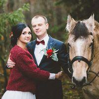 Виолетта & Артем.  Атмосферная прогулка с конем в осеннем лесу.