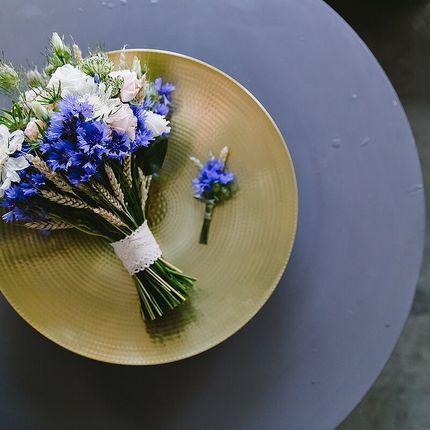 Букет невесты из васильков и колосьев