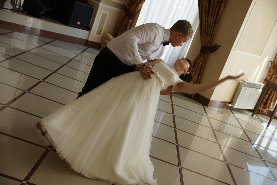 Какая нежность… ребята танцевали с такой любовью!))Пронесите эту любовь через всю жизнь, дорогие Кристина и Андрей!) - фото 4121321 Студия свадебного танца «Contrast»