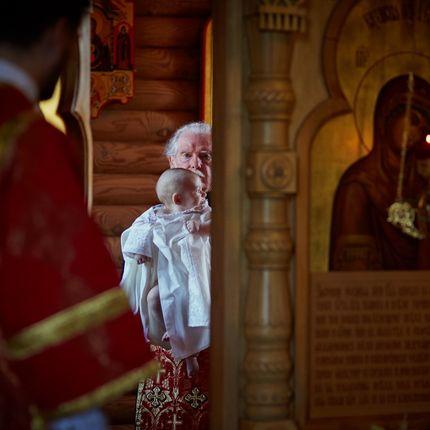 Репортажная фотосъёмка крещения в храме