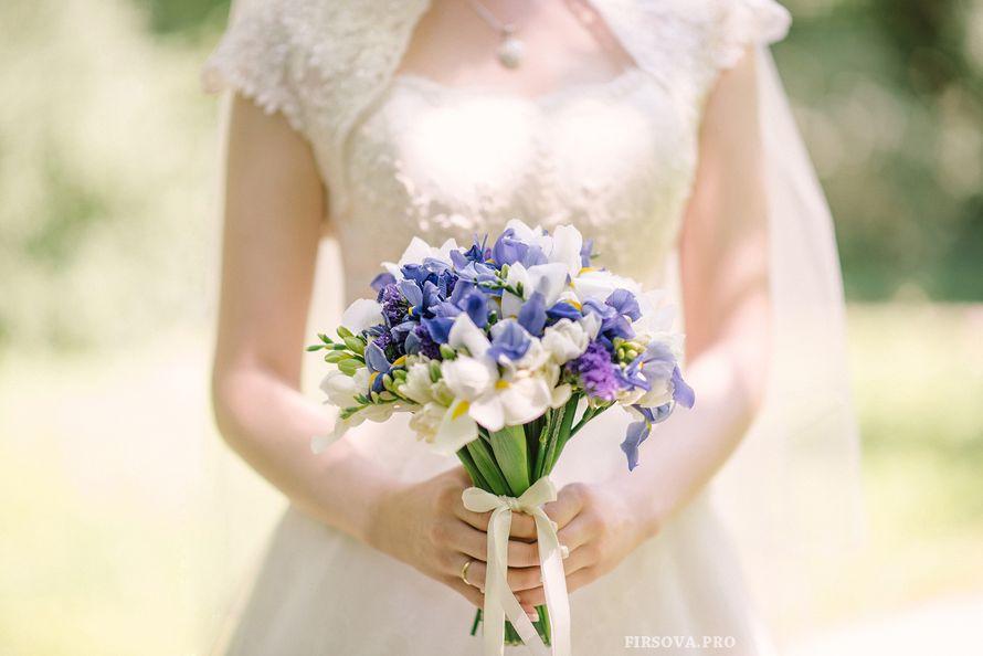 Букет невесты из ирисов и фрезий - фото 2694323 Фотограф Катя Фирсова