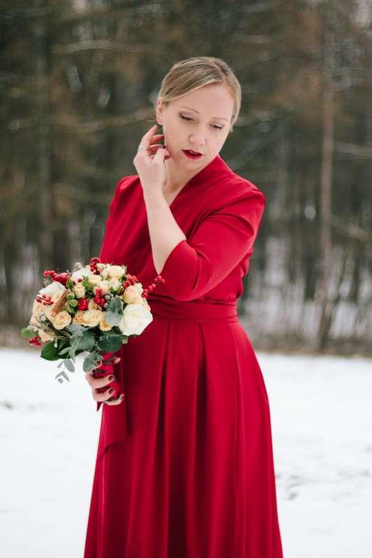 своем фотосессия свадьбы в красном платье зимой название эта модель
