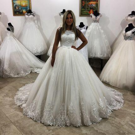 Свадебные платье со шлейфом